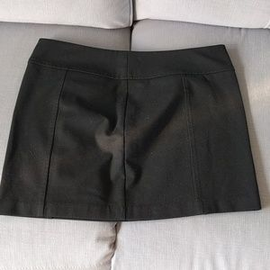 Express mini skirt with hidden zipper